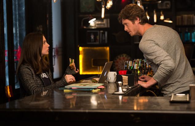 """This image released by Warner Bros. Entertainment Inc. shows Alison Brie, left, and Anders Holm in a scene from, """"How to Be Single."""" (Jojo Whilden/Warner Bros. Entertainment via AP) Inc."""