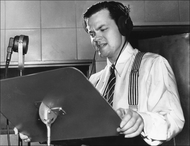 Welles-at-the-mic