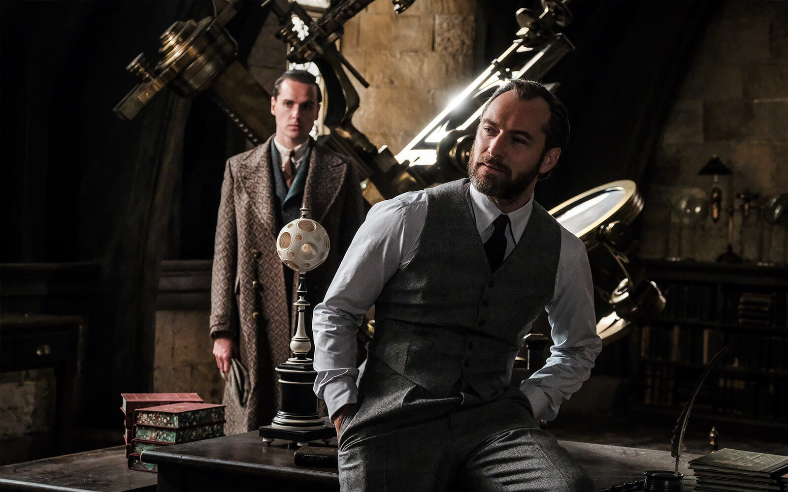 Jude Law as Albus Dumbledore in FANTASTIC BEASTS: THE CRIMES OF GRINDELWALD (2018)